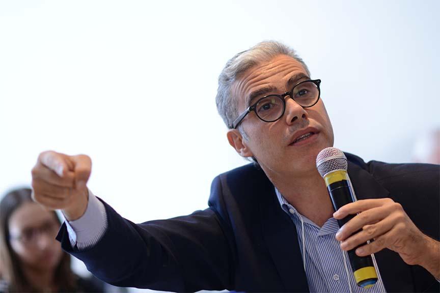 """""""Sua empresa quer saber se tem um proposito? Minha sugestão: faça um crowdfunding"""", Marcelo Coimbra, representante da LRN Brasil"""